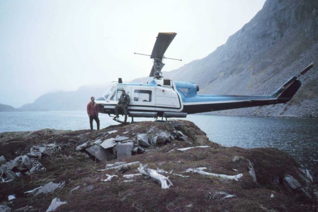 Bell helicopter landing in precarious position Picture