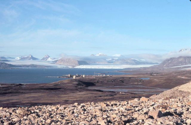 Satellite tracking and radar installation at Svalbard Picture