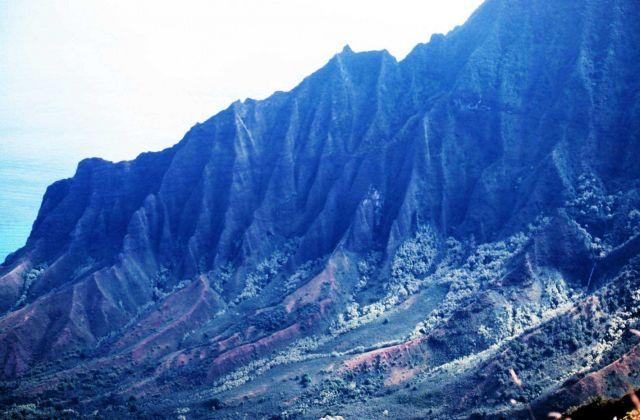 A knife-edge ridge on Kauai on the Na Pali coast Picture