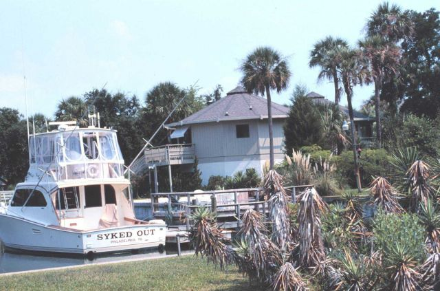 Recreational fishing boat and vacation home Picture