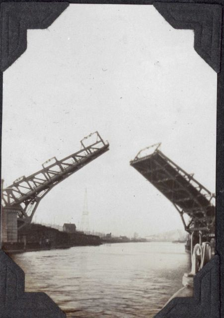 A draw bridge in the Lake Union ship canal. Picture