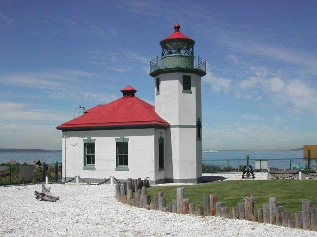 Alki Point Lighthouse Picture