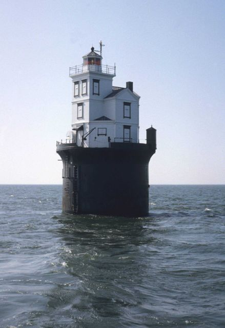 Fourteen Foot Bank Lighthouse on Delaware Bay. Picture