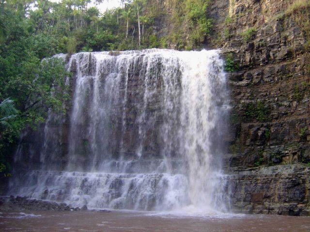 The same waterfall as in image line3779 seen from below. Picture