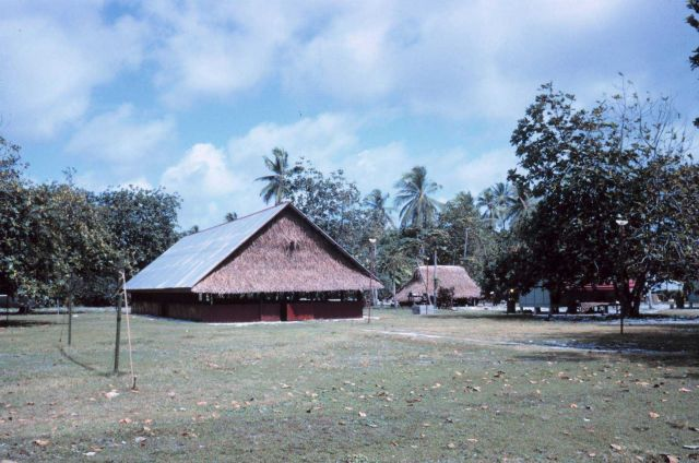 Men's meeting house presided over by island chief Picture