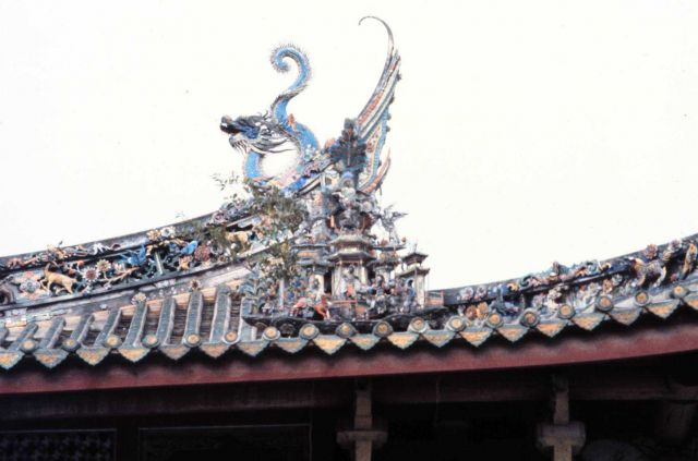 Decorative dragon on temple roof Picture
