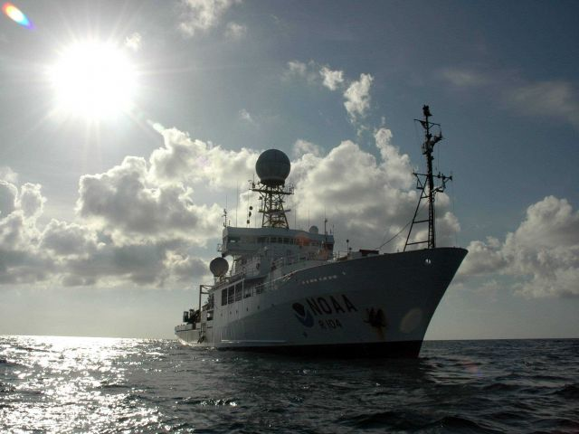 Starboard bow view of the NOAA Ship RONALD H Picture