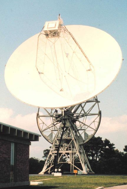 26-meter polar-orbiting satellite antenna. Picture