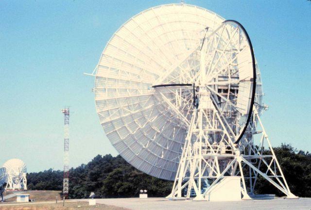 26-meter polar-orbiting satellite antenna. Picture