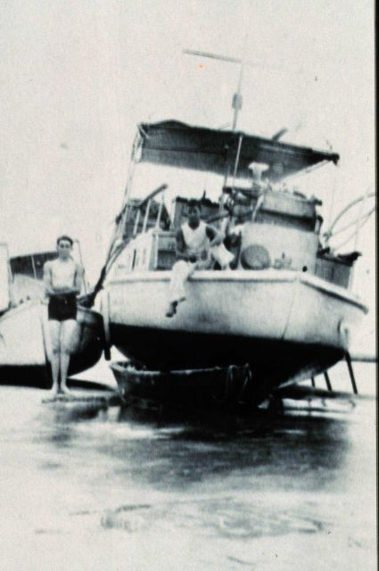 ELSIE III aground on Elsie Shoal. Picture