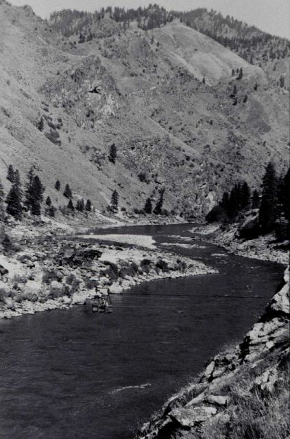 Cable car crossing on the Salmon River Picture