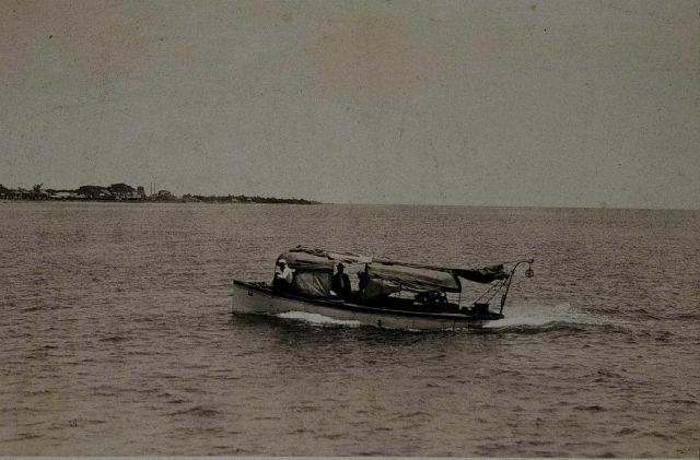 Survey boat underway Picture