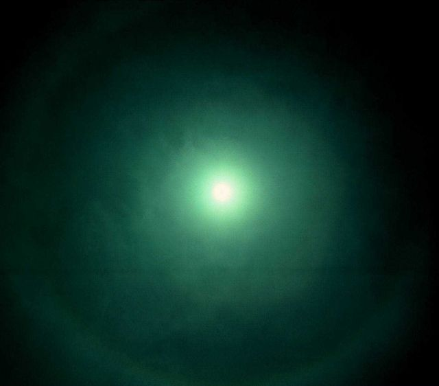 Halo at 22 1/2 degrees around overhead sun Picture