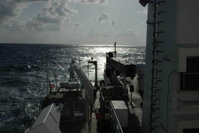 Sun glint astern of the NOAA Ship THOMAS JEFFERSON Picture