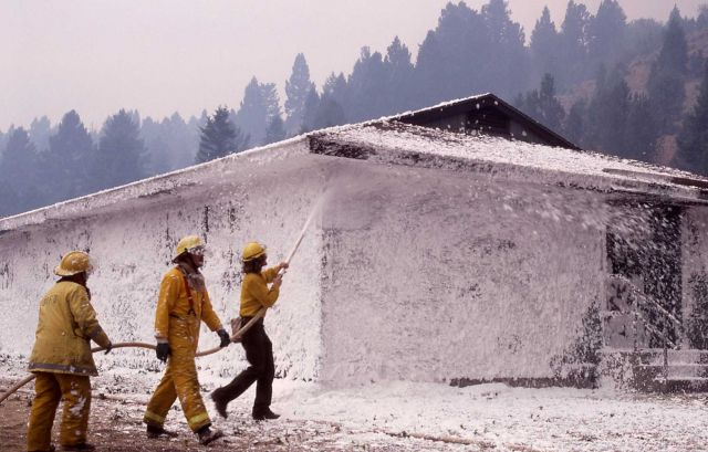 Crew foaming YCC dormitory at Mammoth Picture