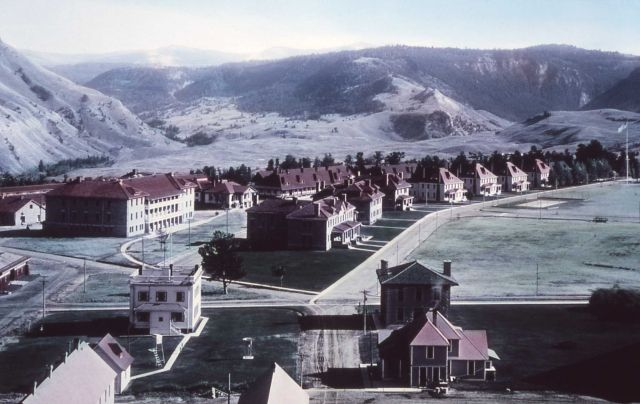 Fort Yellowstone Picture