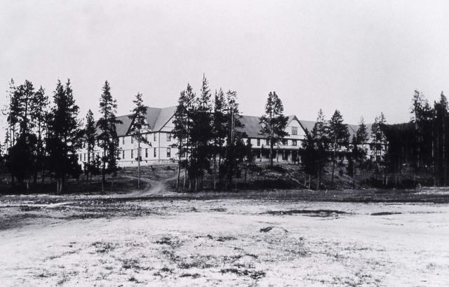 Fountain Hotel, built in 1890, active from 1891-1916, razed 1927 Picture