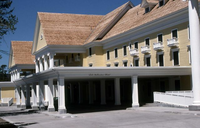 Lake Yellowstone Hotel Picture