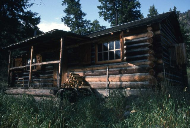 Blacktail patrol cabin Picture