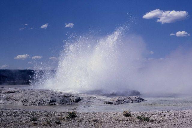 Fountain Geyser - Midway & Lower Geyser Basin Picture