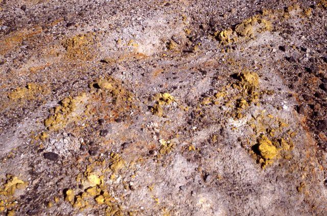 Sulfur deposit - Norris Geyser Basin - Mineral deposits Picture