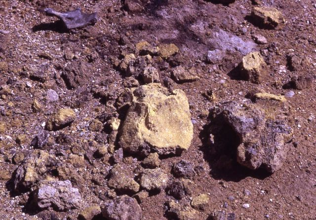 Sulfur crystals - Calcite Springs - Mineral deposits Picture