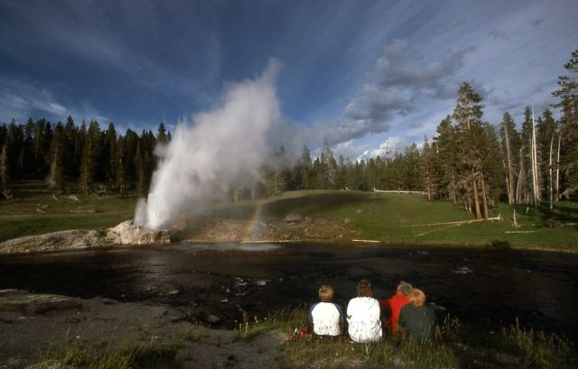 Visitors watching Riverside Geyser Picture