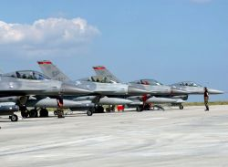 F-16 Fighting Falcons - Viper Lance 2006 Photo
