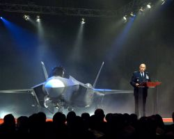 F-35 - Lightning II makes its debut Photo