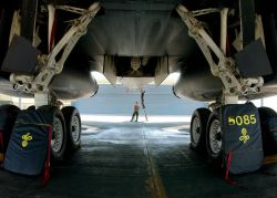 B-1 Lancer - Lancer landing gear Photo