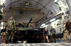 C-17 Globemaster III - Abrams lift Photo