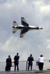 F-16 Fighting Falcon - Thunderbird up close Photo
