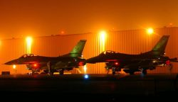 F-16 Fighting Falcons - Hot ramp Photo