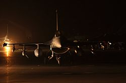 F-16CJ - F-16 by night Photo