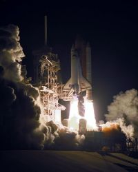 Space Shuttle Atlantis - Mission STS-101 - Atlantis liftoff Photo