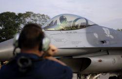 F-16 Fighting Falcon - Commando Sling Photo