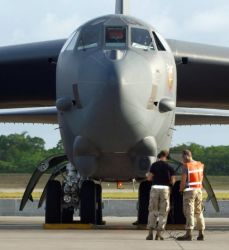 B-52 - Crew chiefs turn bombers like fighters Photo