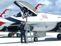 F-16 - Airmen make an F-16 'Thunder-ready' Photo