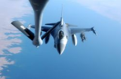 F-16 Fighting Falcon - Gas 'n go Photo