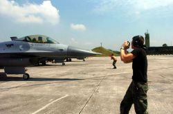 F-16 Fighting Falcons - Commando maintainers Photo