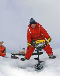 Drilling through the ice to obtain ice cores Photo