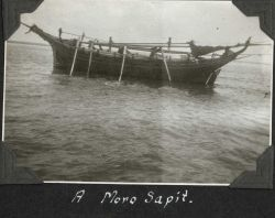 A Moro sapit, a moderate-sized vessel that could be rowed during periods of calm . Image