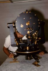 Universal gravitometer (synonymous with gravity meter - not in the sense of an instrument to measure specific gravity) Photo