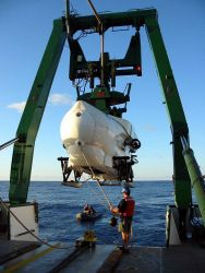 Submersible PISCES IV being launched from the University of Hawaii research vessel KA'IMIKAI-O-KANALOA . Photo
