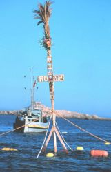 The floating cross at the mouth of the trap Photo