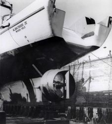 Propeller of ALBATROSS IV seen during a shipyard period Photo