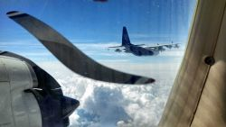 Airplane Flying Photo