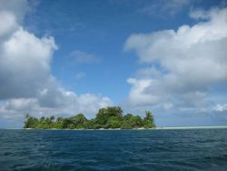 A tropical islet. Image