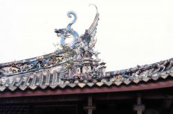 Decorative dragon on temple roof Photo