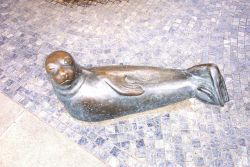 Sculpture of harbor seal. Photo